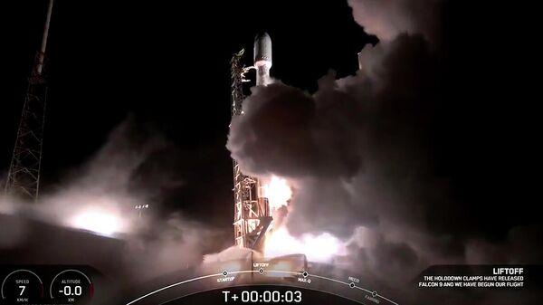 Кадр видео запуска ракеты-носителя Falcon 9 с интернет-спутниками Starlink