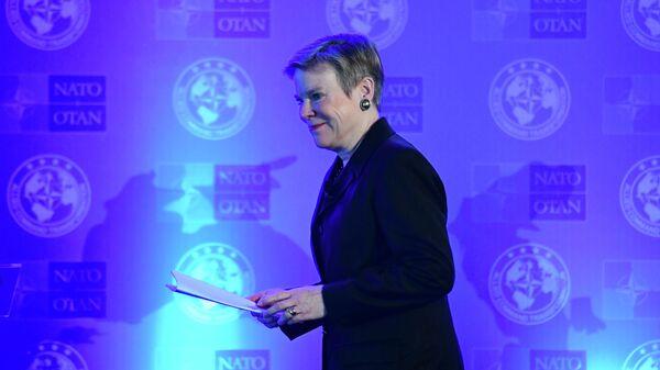 Роуз Геттемюллер на семинаре по трансформации НАТО в Будапеште