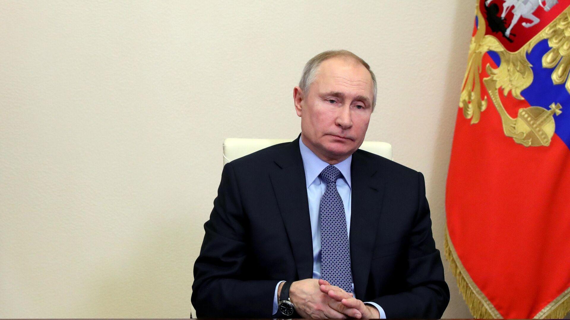 Президент РФ Владимир Путин проводит в режиме видеоконференции оперативное совещание с постоянными членами Совета безопасности РФ - РИА Новости, 1920, 19.02.2021