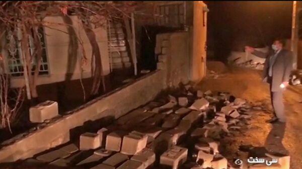 Последствия землетрясения недалеко от города Сисехт в Иране. Кадр видео