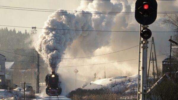 Ретро-поезд отправляется со станции Сортавала, Карелия