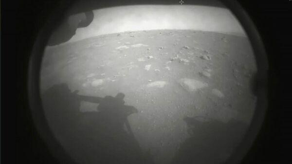 Первый снимок Марса, сделанный камерой марсохода Perseverance