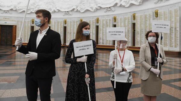 Экскурсионные гиды на открытии главного здания Музея Победы