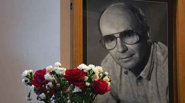 Прощание с народным артистом РСФСР Андреем Мягковым, скончавшимся 18 февраля на 83-м году жизни, проходит в МХТ им. А. П. Чехова