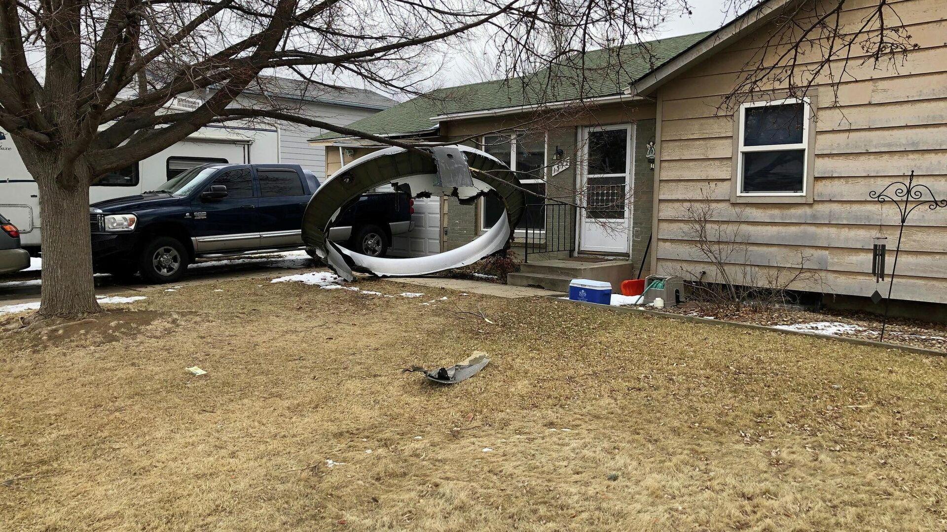 Обломки двигателя Boeing 777, упавшие в жилом районе Колорадо, США - РИА Новости, 1920, 22.02.2021