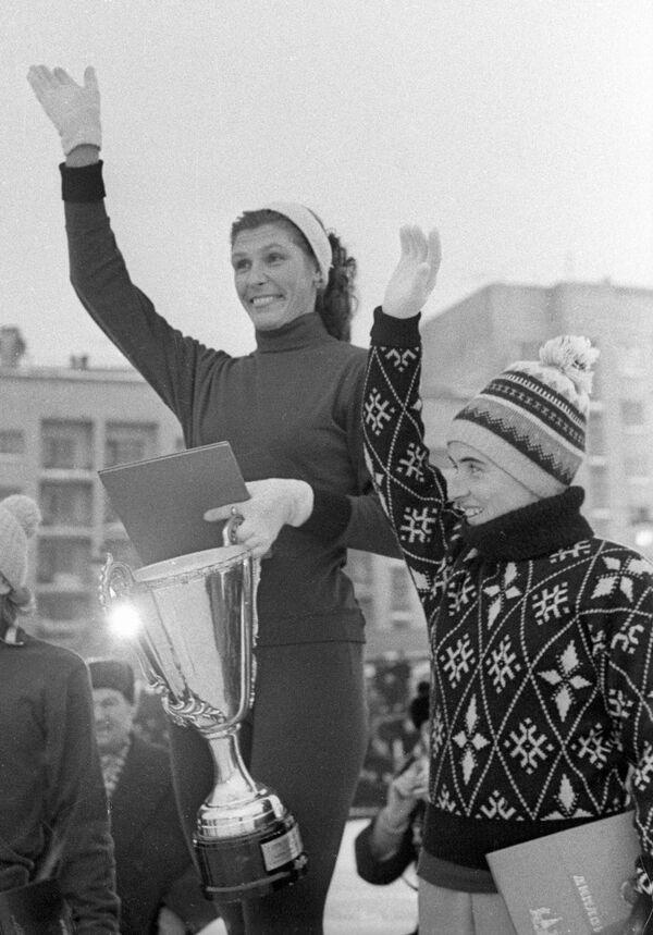 Инга Артамонова и Валентина Стенина