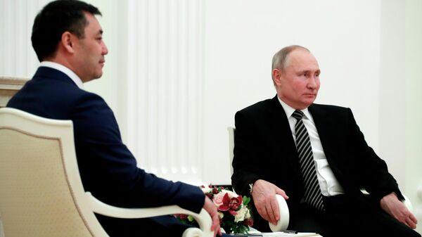 Президент РФ Владимир Путин и президент Киргизской Республики Садыр Жапаров во время встречи в Кремл