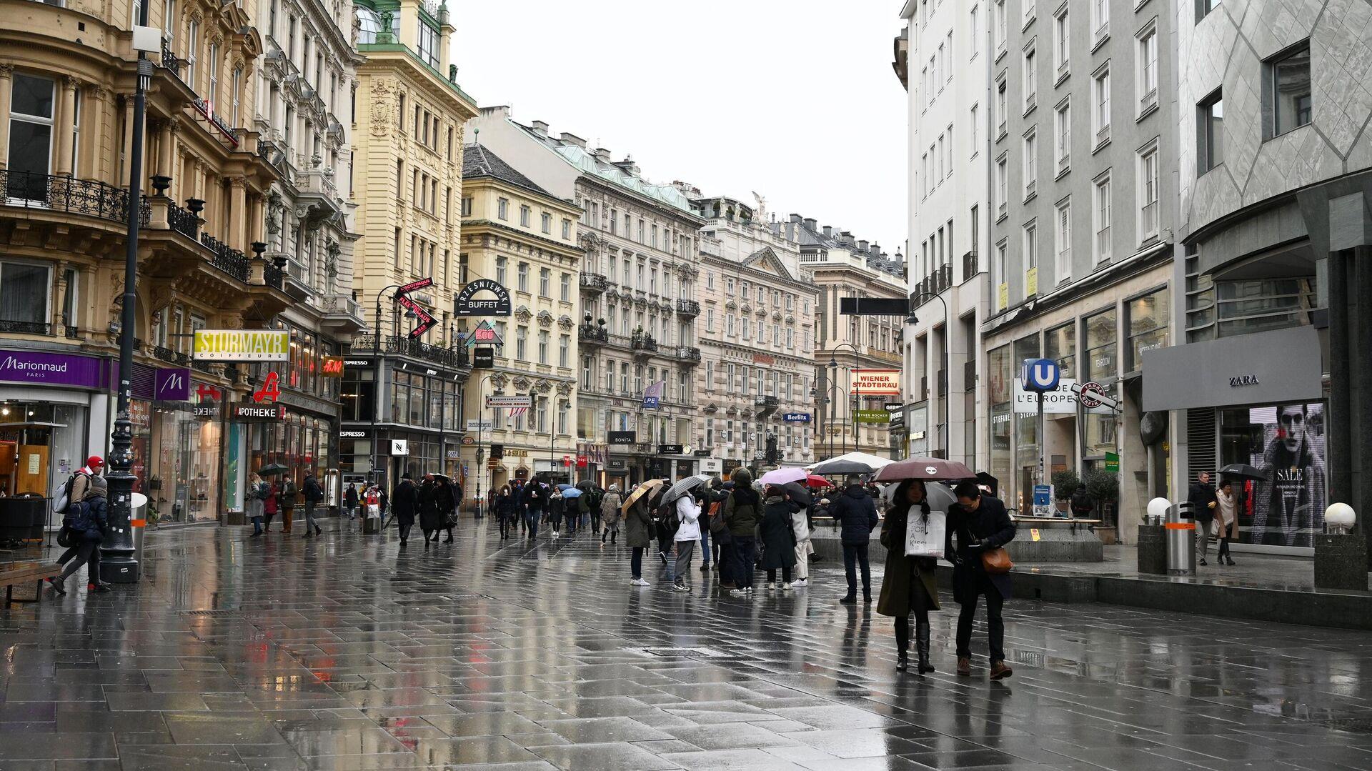Прохожие на улице Кертнерштрассе в Вене - РИА Новости, 1920, 17.07.2021