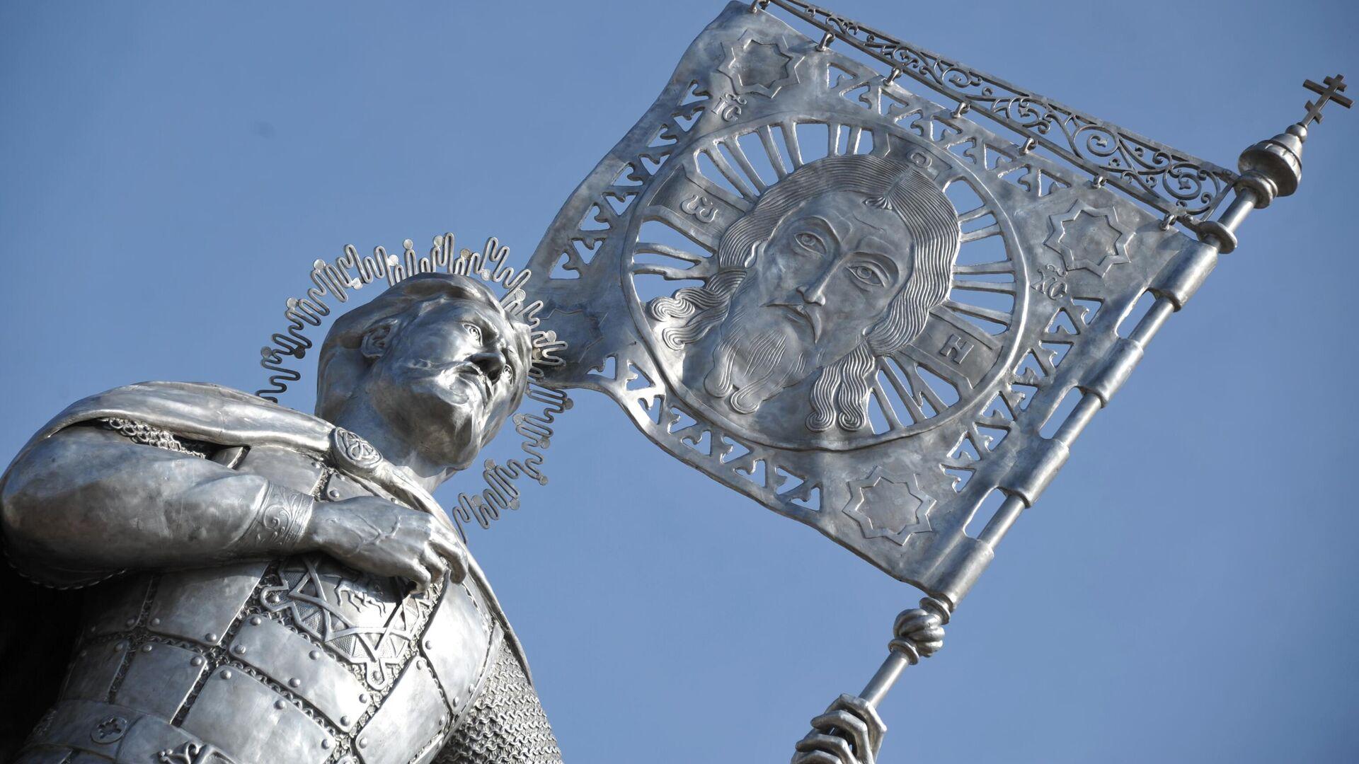 Памятник Александру Невскому, открытие которого состоялось на площади у Кафедрального собора Казанской иконы Божией Матери в Чите - РИА Новости, 1920, 11.09.2021