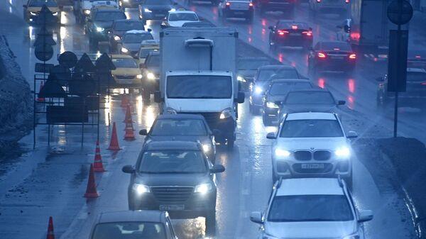 Автомобильное движение на Садовом кольце в Москве