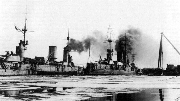 Линкоры Петропавловск и Севастополь в Кронштадте. 1921 год