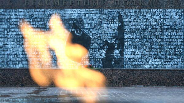 Вечный огонь в сквере памяти героев в Смоленске