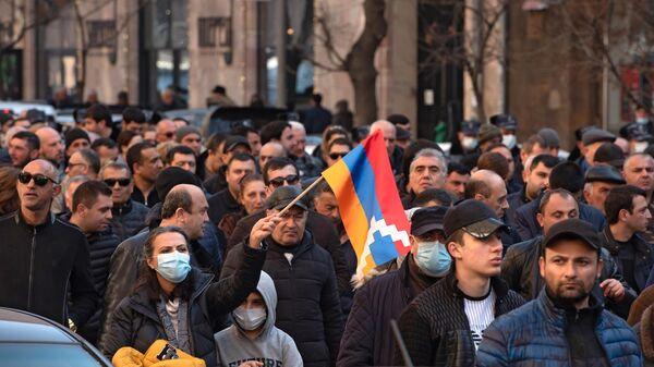 Участники митинга оппозиции в Ереване