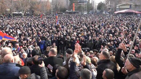 Военные против Пашиняна: новая волна протестов в Армении