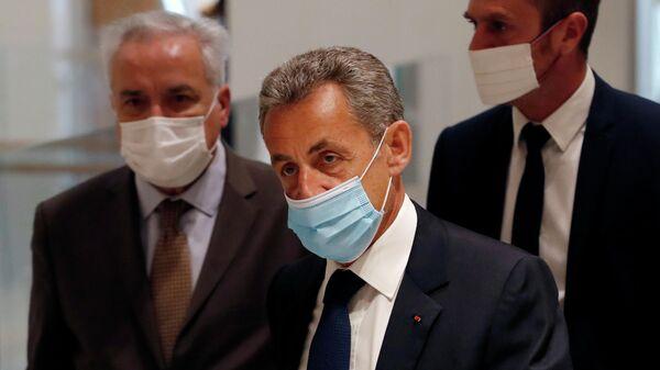 Бывший президент Франции Николя Саркози в здании суда перед вынесением приговора