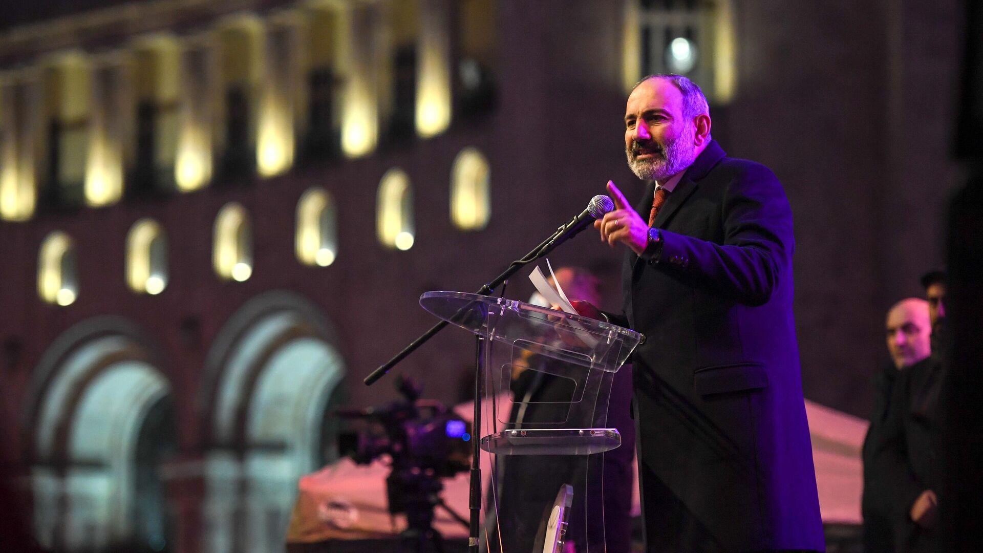 Премьер-министр Армении Никол Пашинян выступает перед своими сторонниками в Ереване - РИА Новости, 1920, 30.05.2021