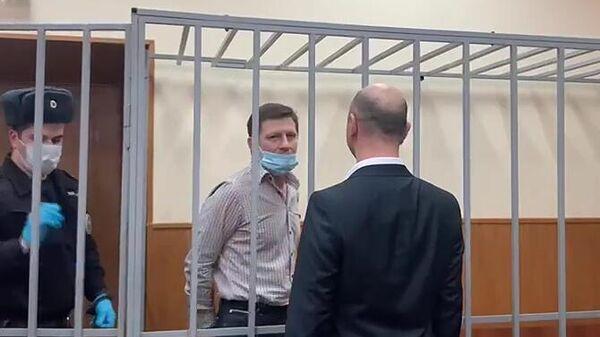 Бывший губернатор Хабаровского края Сергей Фургал, обвиняемый в организации убийств, в зале заседаний Басманного суда города Москвы