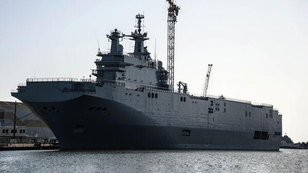 Корабль Владивосток класса Мистраль в доках компании SNX France