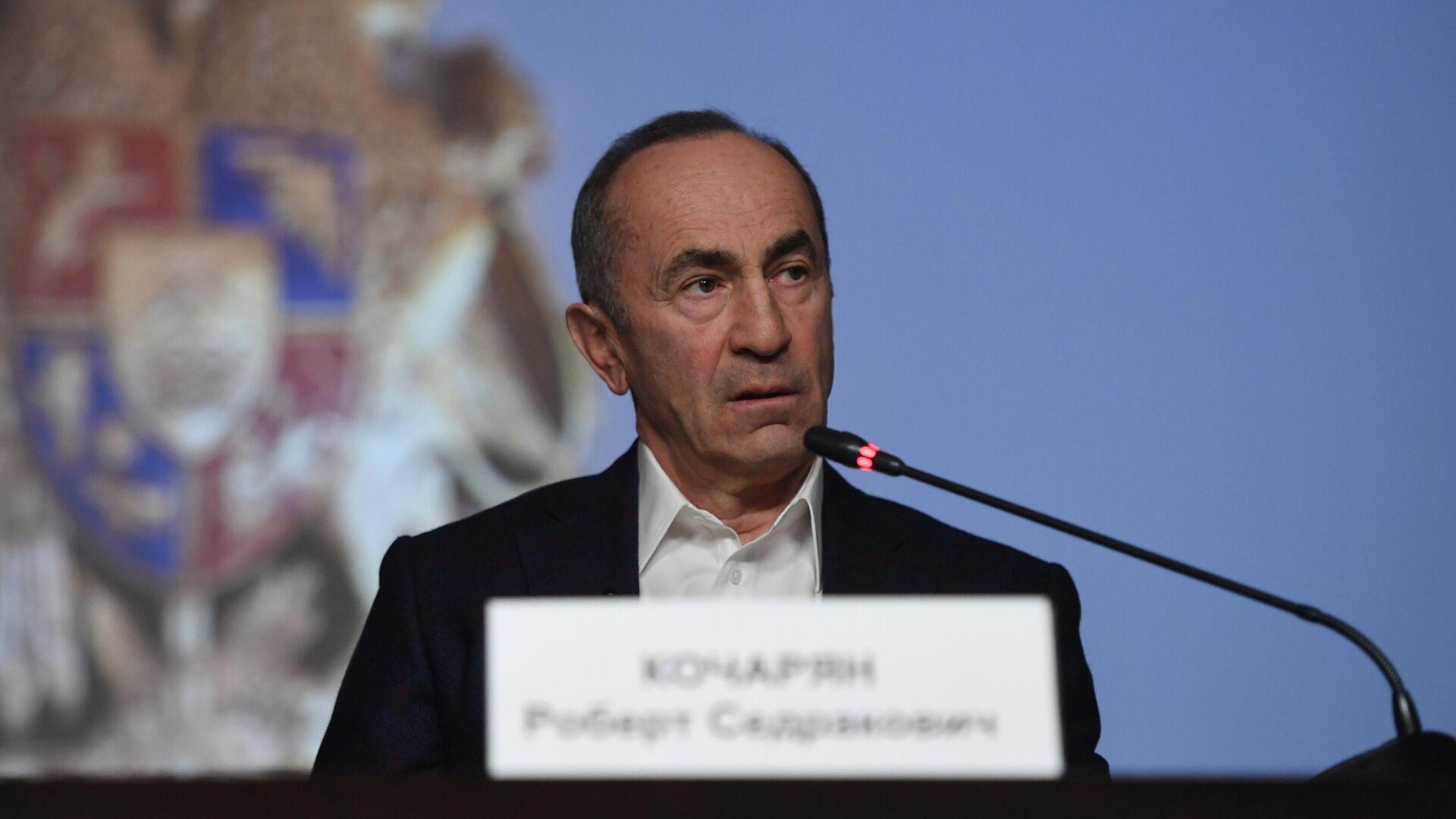 Экс-президент Армении Роберт Кочарян на пресс-конференции для российских журналистов в Ереване - РИА Новости, 1920, 15.06.2021