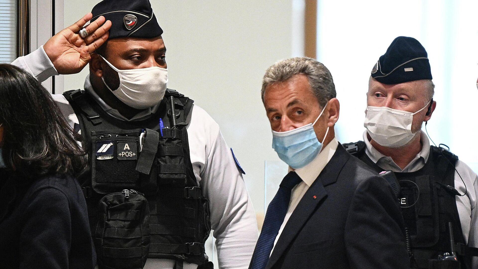 Бывший президент Франции Николя Саркози в здании суда перед вынесением приговора - РИА Новости, 1920, 17.06.2021