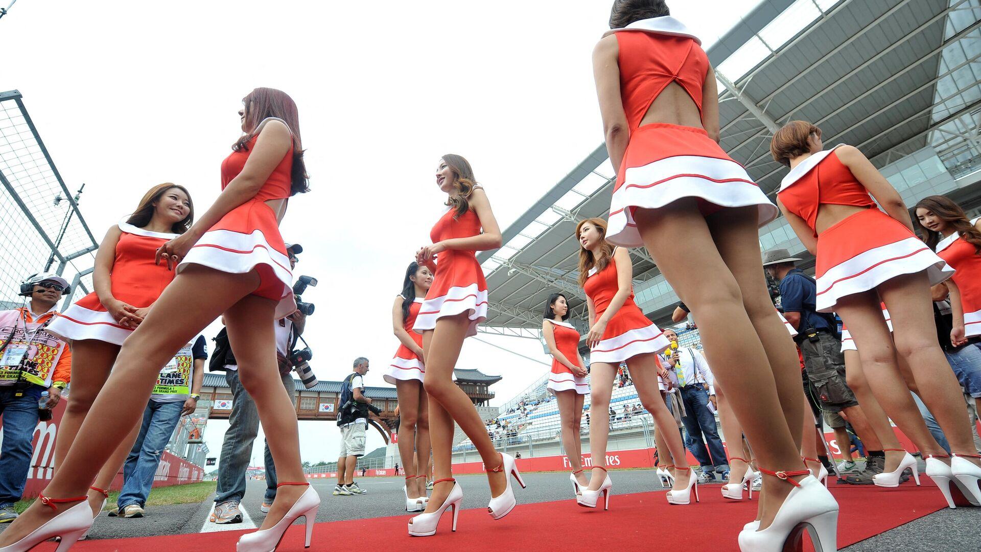 Южнокорейские девушки перед стартом Гран-при Формулы-1 в Корее - РИА Новости, 1920, 08.03.2021
