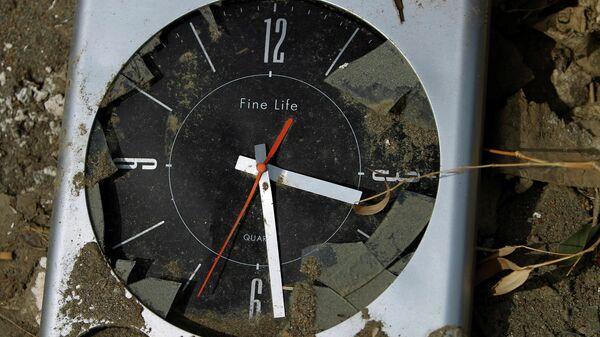 Часы, которые остановились во время цунами 11 марта 2011 года в Рикузентакате, префектура Иватэ