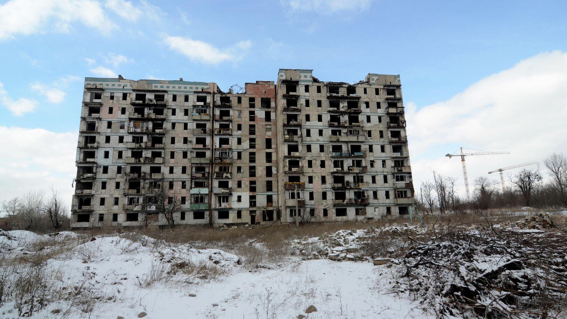 Дом на улице Взлетной в Донецке, разрушенный в ходе боевых действий в 2014-2015 годы - РИА Новости, 1920, 04.04.2021