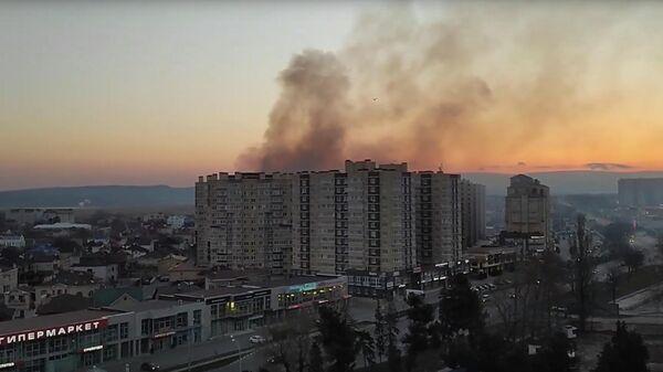 Пожар в многоэтажном жилом доме в Анапе. Кадр из видео
