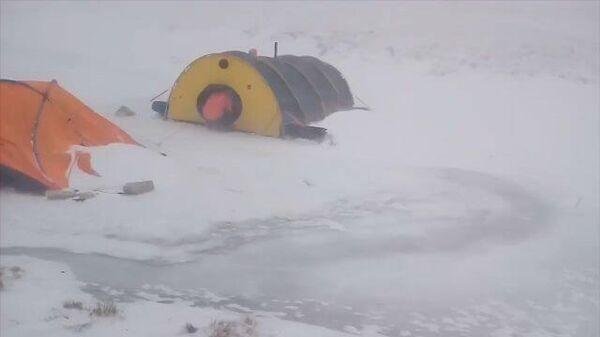 Cпасение туристов из снежного плена на Байкале