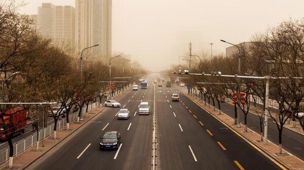 Автомобильное движение на одной из улиц Китая