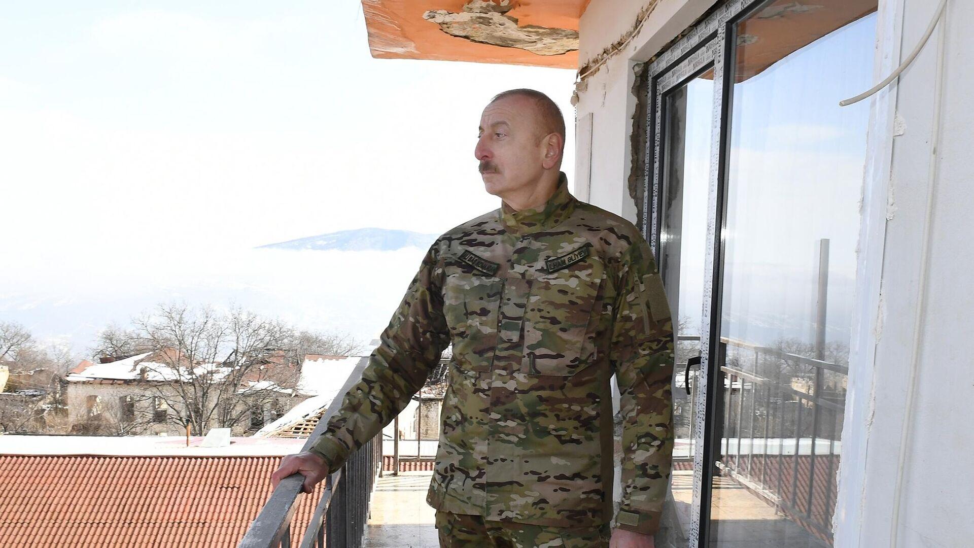Президент Азербайджана Ильхам Алиев  во время посещения города Шуша - РИА Новости, 1920, 13.10.2021
