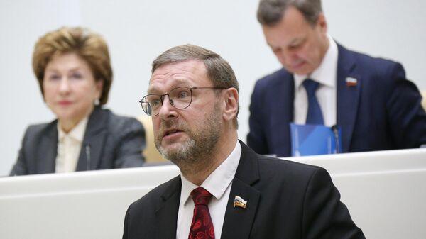 Константин Косачев выступает на заседании Совета Федерации РФ