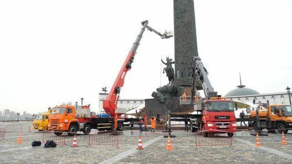 Прощай, немытая Россия: монумент Победы на Поклонной горе очистили после зимы