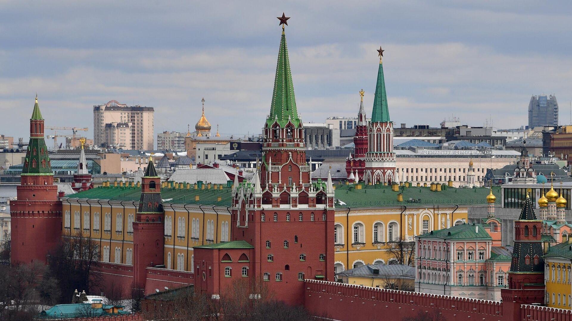 Вид на башни Московского Кремля  - РИА Новости, 1920, 18.04.2021