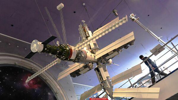 Макет орбитальной станции Мир в Мемориальном музее космонавтики в Москве
