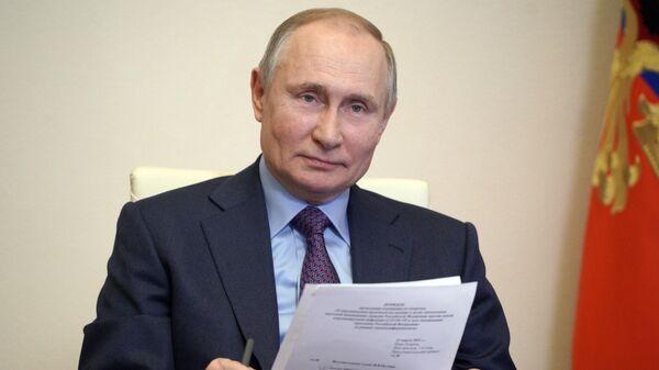 Президент РФ Владимир Путин проводит в режиме видеоконференции совещание по вопросам наращивания производства вакцин