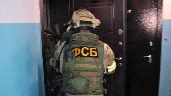 Сотрудники ФСБ РФ во время задержания преступной группы, специализирующейся на сбыте наркотических средств
