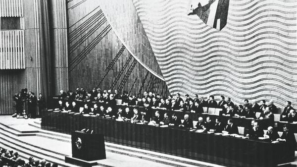 Первый секретарь ЦК КПСС Леонид Ильич Брежнев открывает 23 съезд КПСС в Москве, проходивший в марте 1966 года.