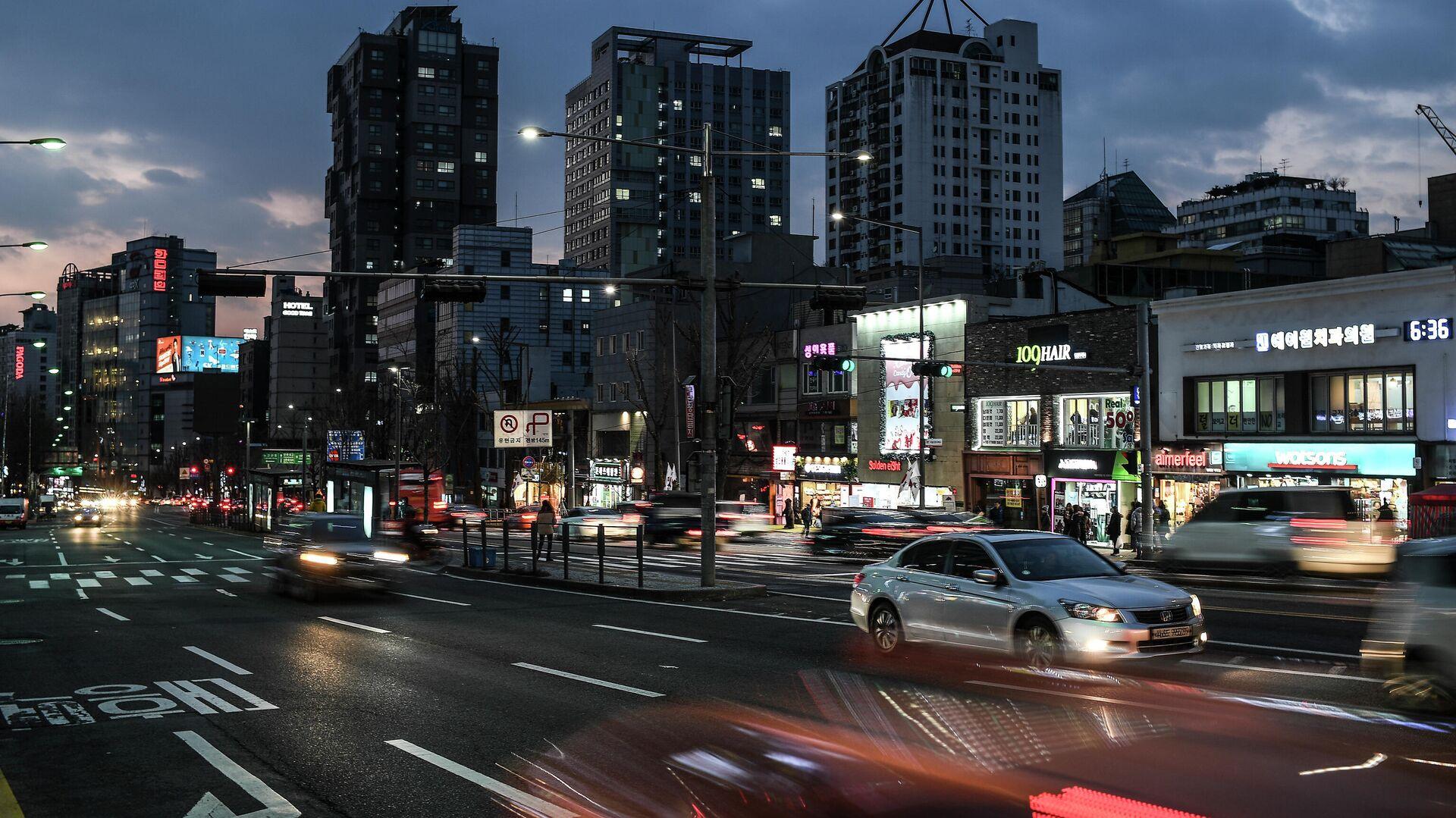 Дорожное движение на одной из улиц Сеула0