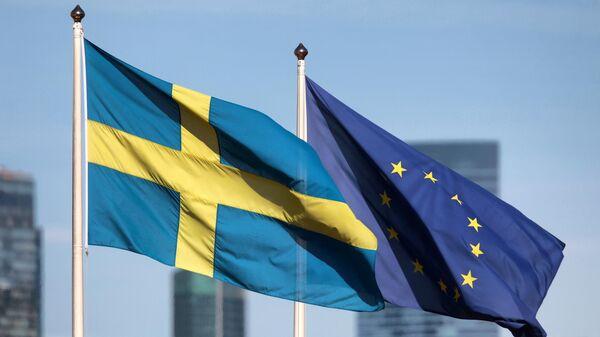 Флаги на территории посольства Швеции в Москве