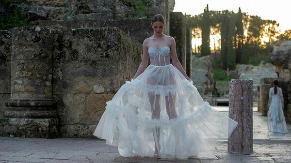 Модель во время Андалузской недели моды Code'41 в Амфитеатре Италика в Севилье