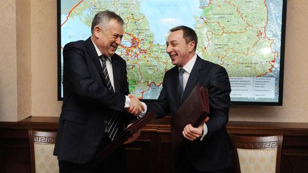 Губернатор Ленинградской области Александр Дрозденко на церемонии подписания соглашения о сотрудничестве с Республикой Беларусь