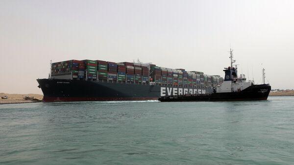 Контейнеровоз Ever Given, севший на мель на 151-м километре Суэцкого канала