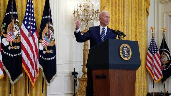 Президент США Джо Байден во время первой пресс-конференции в Белом доме в Вашингтоне