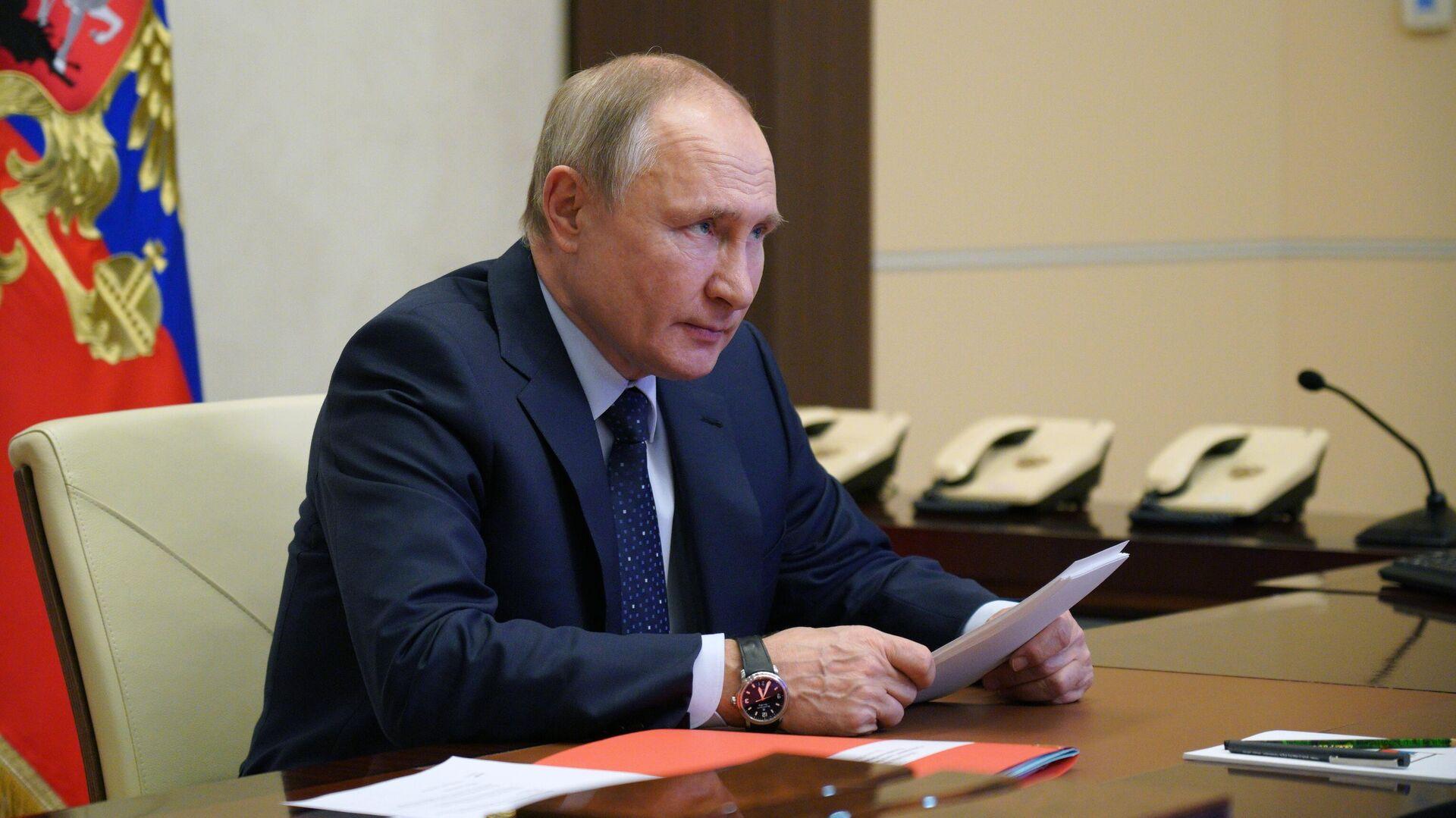 Президент РФ Владимир Путин проводит оперативное совещание с постоянными членами Совета безопасности РФ - РИА Новости, 1920, 07.10.2021
