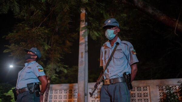 Офицеры полиции Мозамбика