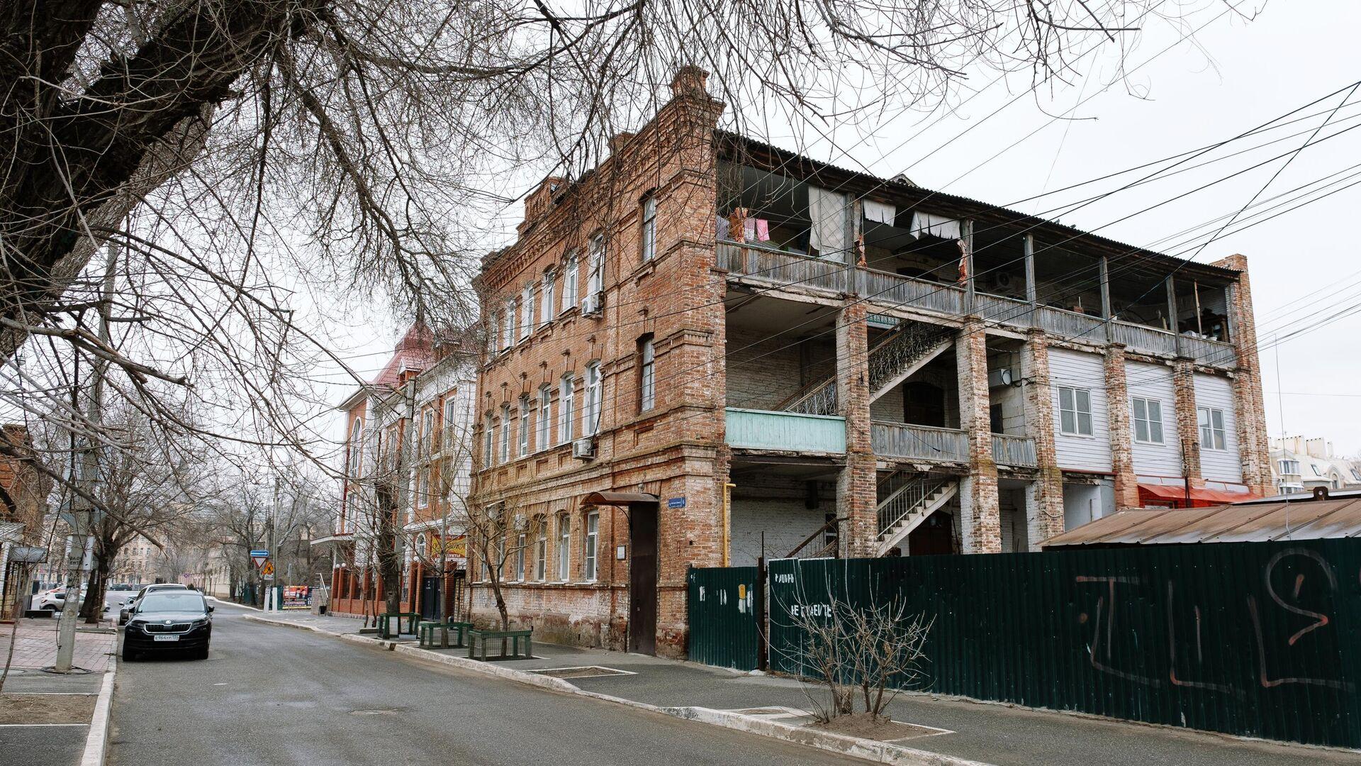 Один из многоквартирных аварийных домов в Астрахани - РИА Новости, 1920, 24.09.2021