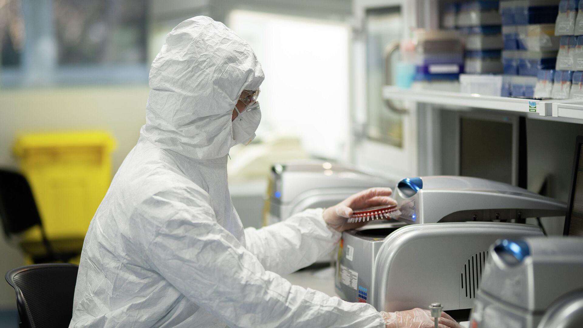 Лаборант в лаборатории государственного бюджетного учреждения Федеральный центр охраны здоровья животных  - РИА Новости, 1920, 29.08.2021