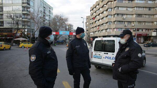 Сотрудники правоохранительных органов Турции в Анкаре
