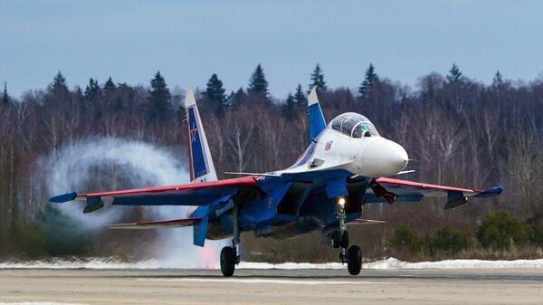 Истребитель Су-30СМ пилотажной группы Русские витязи, которая 5 апреля 2021 года  отмечают свое 30-летие, на репетиции воздушной части парада Победы в Кубинке